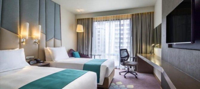 2015 bangkok New hotel: Holiday Inn Express Sukhumvit Soi 11 (Near BTS Naha station)